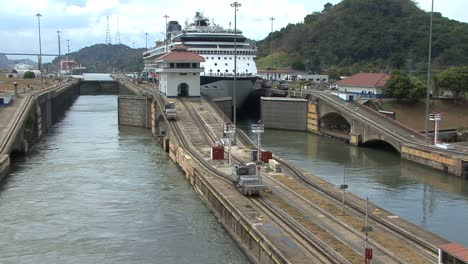 Panama-Canal-Pedro-Miguel-Locks