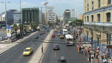 Street-scene-with-traffic-in-Piraeus-Greece