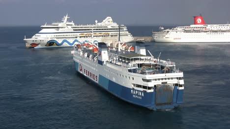 Rhodes-ships-at-docks