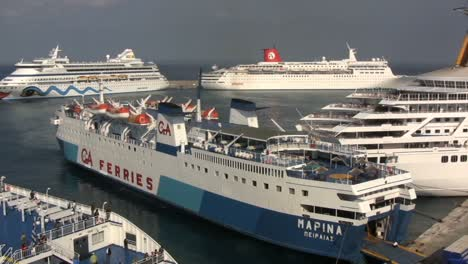 Rhodes-ships-in-port