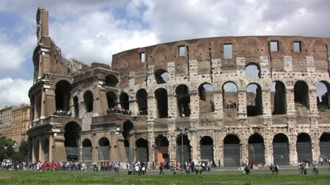 Rome-pans-coliseum
