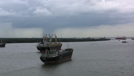 Saigon-River-ships