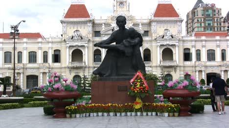 Ho-Chi-Minh-City-statue