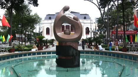 ho-Chi-Minh-City-sculpture