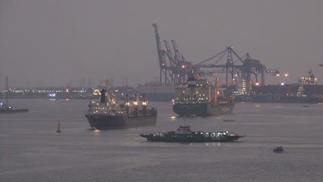 Ferry-Que-Cruza-El-Canal-De-Suez