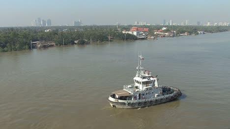 Boat-in-the-Chao-Phraya