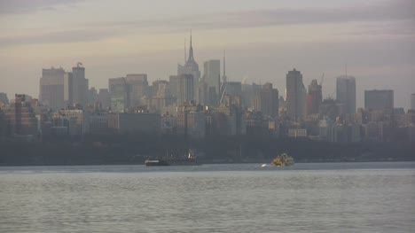 View-toward-skyscrapers-across-the-Hudson