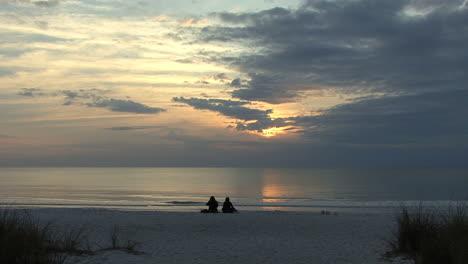 Florida-Couple-on-beach