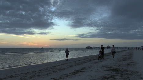 Florida-People-walking-on-beach-at-sunset