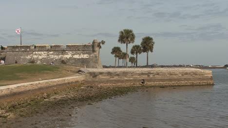 Florida-Spanish-fort-St-Augustine-palms