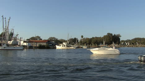 Tarpon-Springs-boats-go-by
