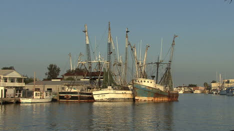 Tarpon-Springs-old-boats-moored