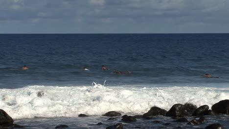 Hawaii-surfers-waves-splash-on-rocks