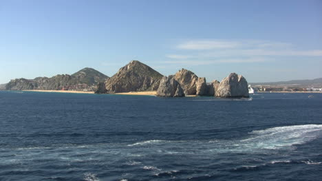 Cabo-San-Lucas-lands-end
