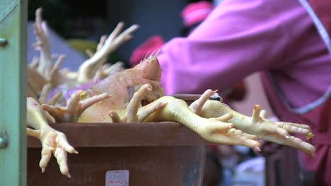 Ecuador-chicken-feet-in-market