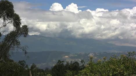 Ecuador-clouds-on-the-mountains