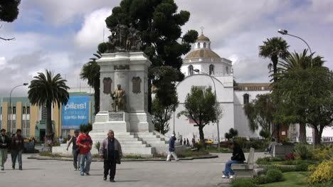 Ecuador-Plaza-in-Latacunga