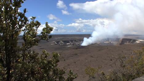 Kilauea-Caldera-erupting