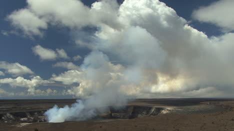 Kilauea-eruption-column-and-clouds
