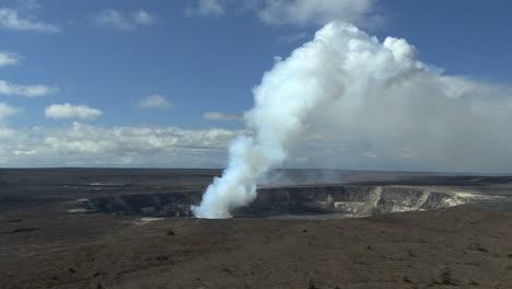 A-long-shot-of-the-Kilauea-eruption