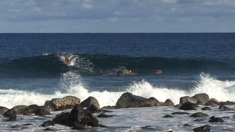 Hawaii-Surfers-ride-waves