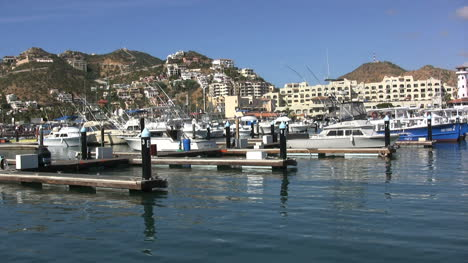Cabo-San-Lucas-harbor-with-boats
