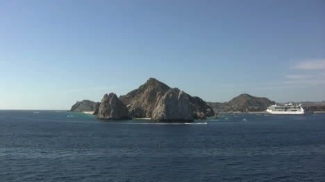 Cabo-San-Lucas-with-cruise-ship