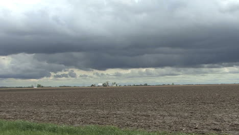 Dark-clouds-over-flat-land-zoom-out