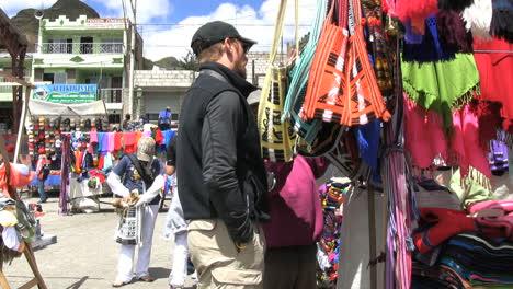 Ecuador-market-and-tourist