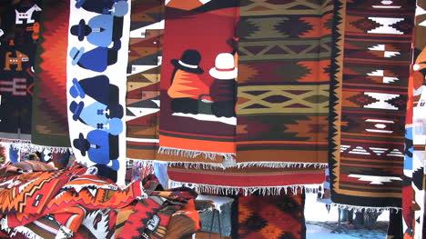 Ecuador-Otovalo-market-weavings