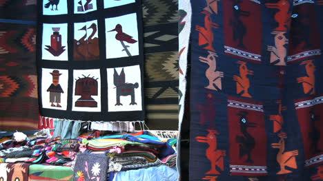 Ecuador-weavings-in-Otovalo-market