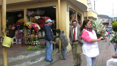Ecuador-town-street-scene