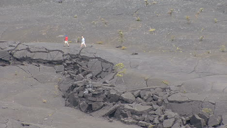 Hawaii-Fissure-in-Kilauea-Iki-Crater