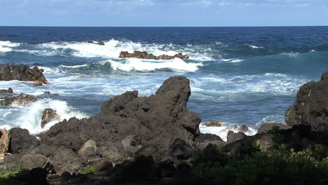 Hawaii-Jagged-lava-and-waves