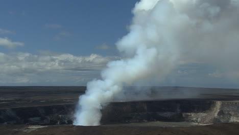 Hawaii-Kilauea-eruption-zooms-out
