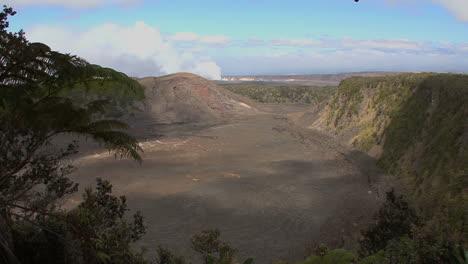 Hawaii-Kilauea-Iki-in-sun