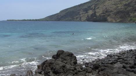 Man-swimming-Kealakehua-Bay-Hawaii