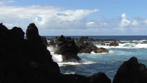 Hawaii-rocks-waves-Laupahoehoe-Point