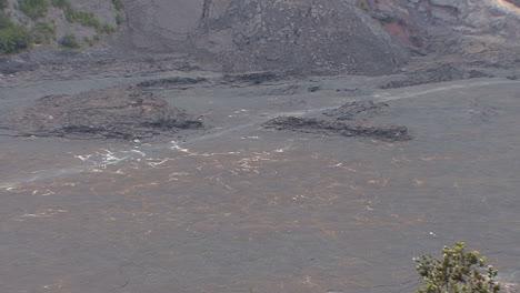 Hawaii-Tourists-in-Kilauea-Iki-Crater-7