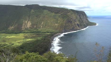 Acantilados-Del-Valle-De-Waipi&#39-o-Y-Playa-En-Hawaii
