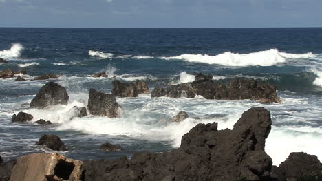 Hawaii-Waves-and-broken-breakwater-Laupahoehoe-2