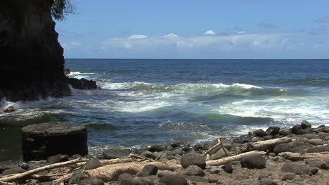 Hawaii-waves-near-Hilo-at-Kolekole-5