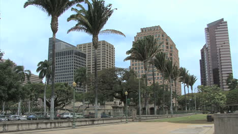 Honolulu-downtown-buildings-and-palms