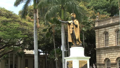 Honolulu-King-Kamahameha-statue-3