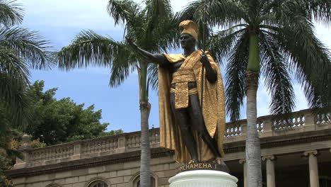 Honolulu-king-Kamahameha-statue-4