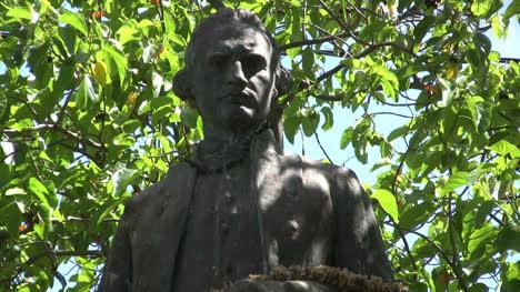 Kauai-Captain-Cook-statue-3
