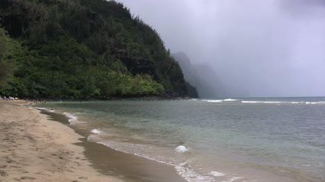Kauai-Dramatic-coast-and-beach-with-fog