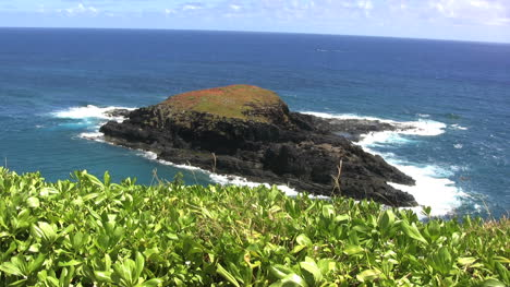 Flat-topped-island-off-Kauai