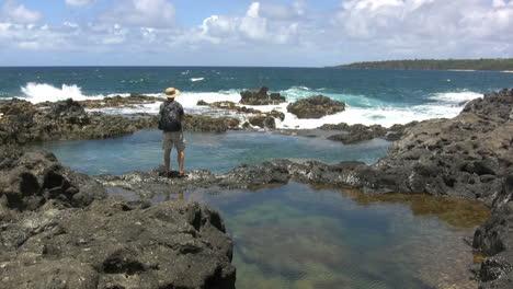Hawaii-Kauai-man-walks-to-lava-ledge-2