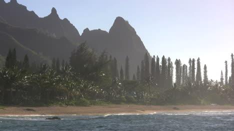 Kauai-Peaky-mountains-and-sea